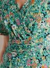 Robe colorée à décolleté croisé