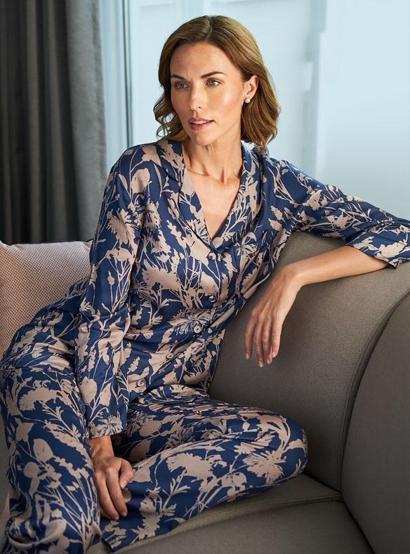 Schlafanzug aus Satin
