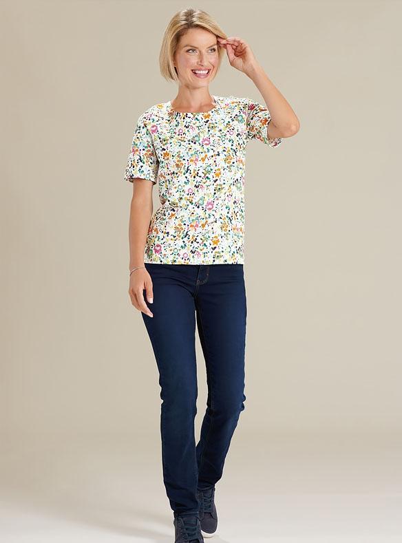 Jeans und Farbenfrohes T-Shirt