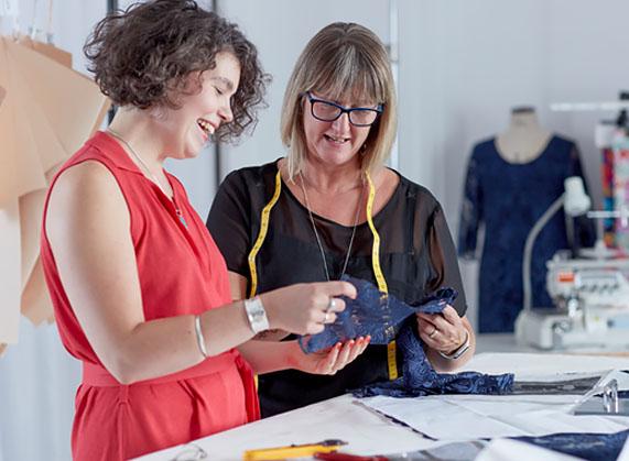 Edle Mode in unserem Atelier entworfen und gefertigt